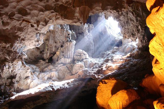 Du lịch Hạ Long - Động Thiên Cung