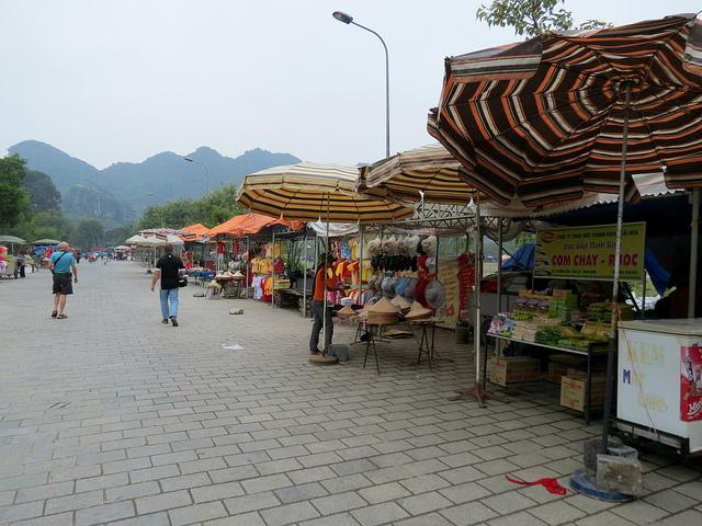 Chợ bán đồ lưu niệm Hoa Lư Ninh Bình
