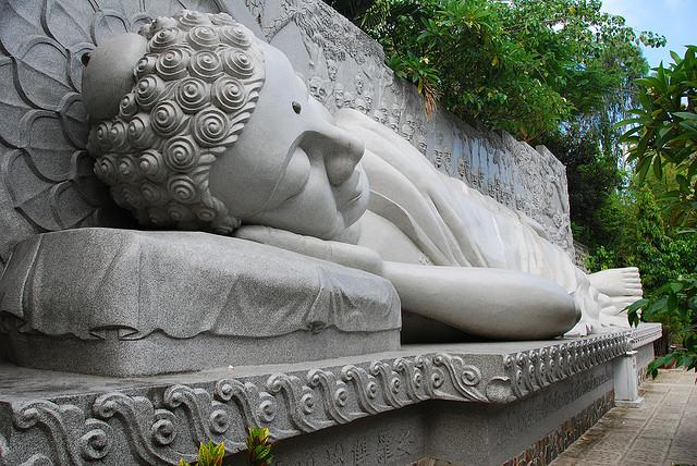 Tượng Kim Thân Phật Tổ Chùa Long Sơn, Nha Trang
