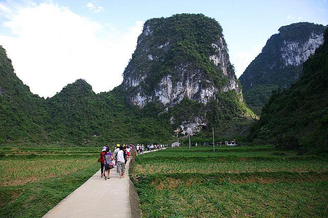 Du lịch Động Ngườm Ao Cao Bằng