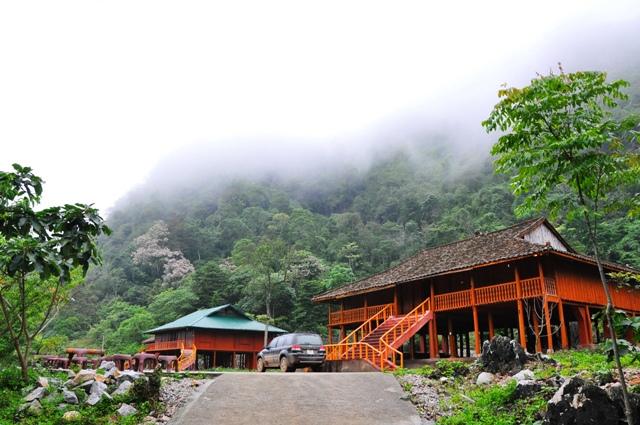 Nhà sàn nơi đến nghỉ ngơi ở Hồ Thăng Hen, Trà Lình, Cao Bằng