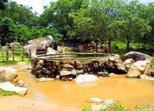 Du lịch Kim Bôi tắm khoáng nóng