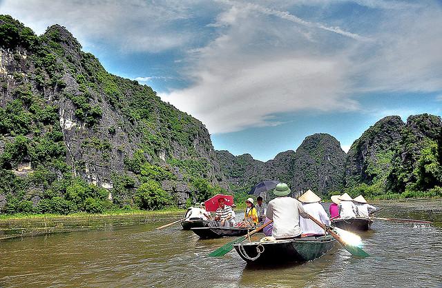 Cùng du khách phá Tam Cốc Ninh Bình