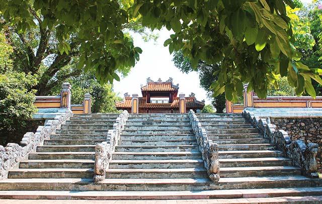 Lăng Gia Long, Huế