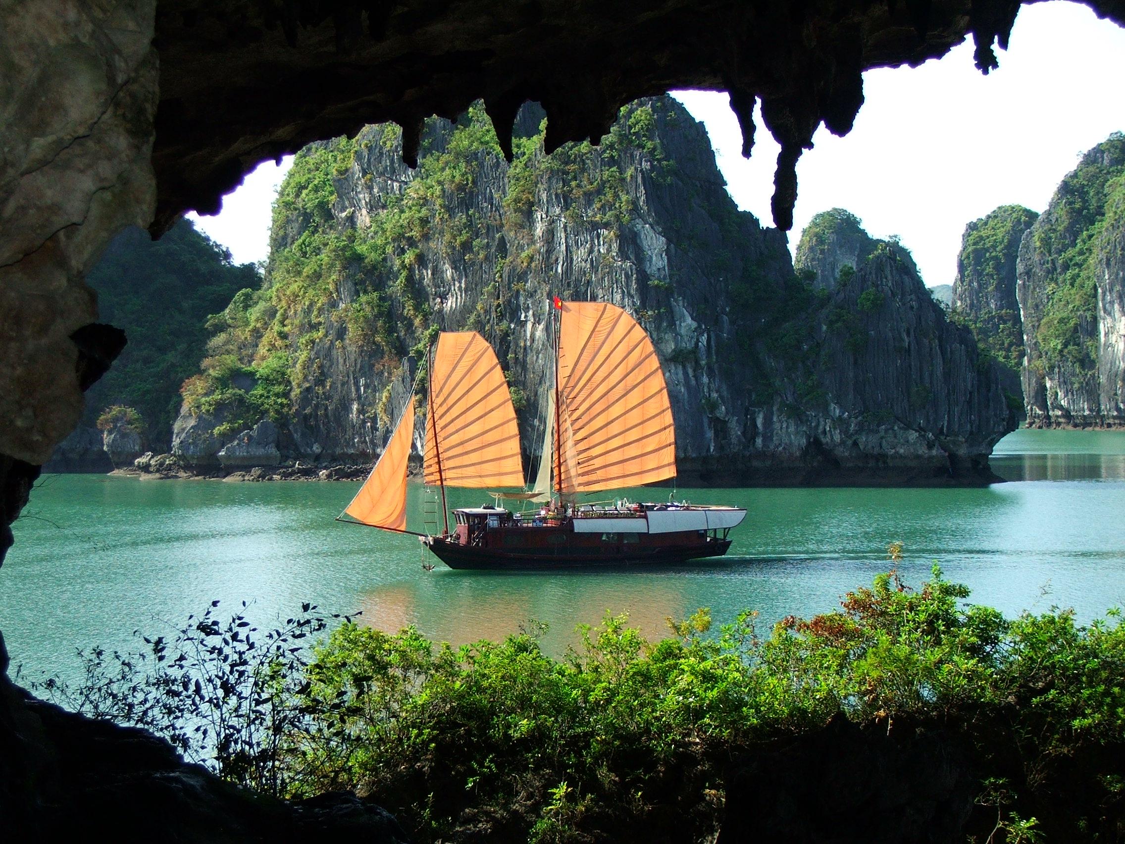 Du lịch Hạ Long, Hang Trinh Nữ